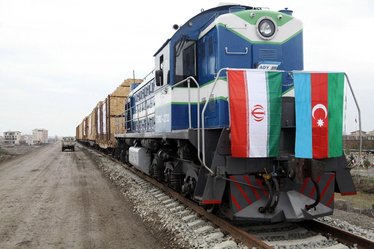 1-ый испытательный поезд пущен пожелезной дороге Астара (Азербайджан)— Астара (Иран)