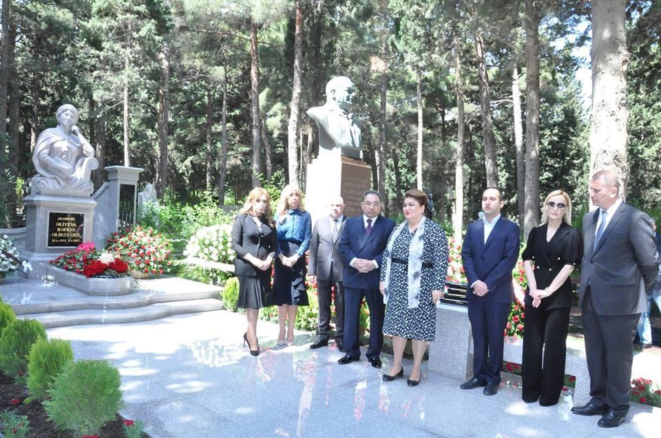 Состоялась церемония открытия комплекса надгробного памятника академику Рафиге Алиевой