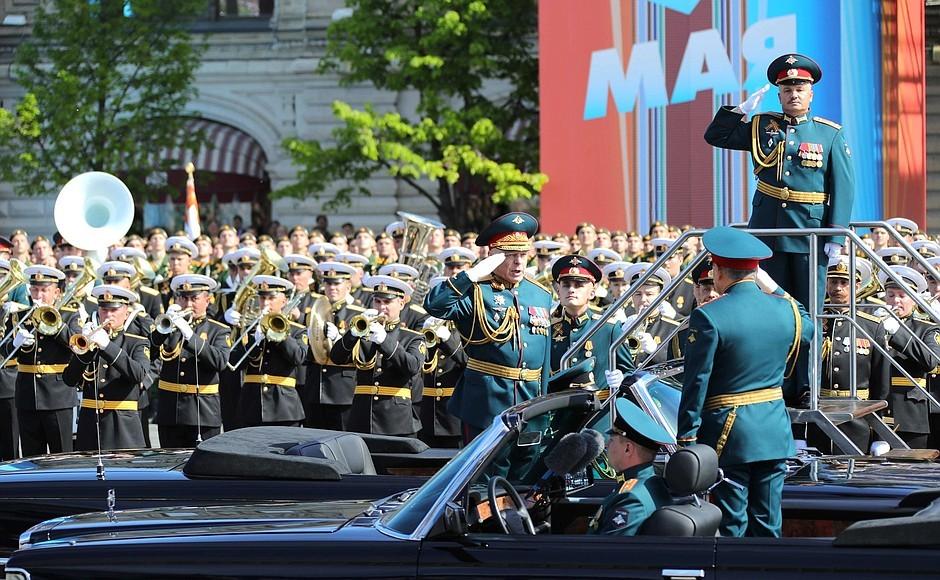 На Красной площади начался военный парад в честь 73-й годовщины Победы в ВОВ